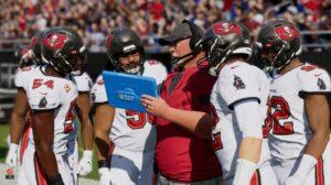 M22_Franchise_CoachingGameplay_NFLPA_red.jpg